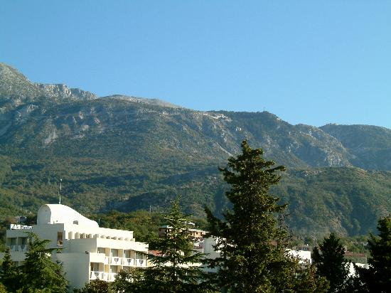 Hotel Montenegro Beach Resort: view from our bedroom sea and mountains