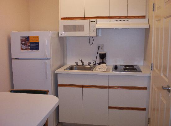Extended Stay America - Sacramento - South Natomas: Convenient kitchenette