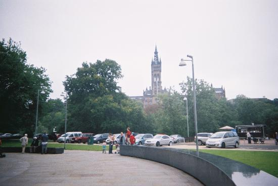 Kelvingrove Park: view across park up to university