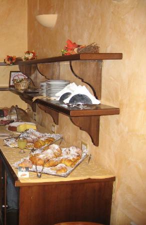 Hotel Fontana: Breakfast