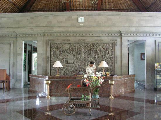 Puri Padi Hotel: reception