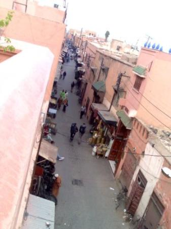 Riad Dar Anika: Look over the edge into the street