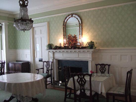 Stanton House Inn: Dining room.