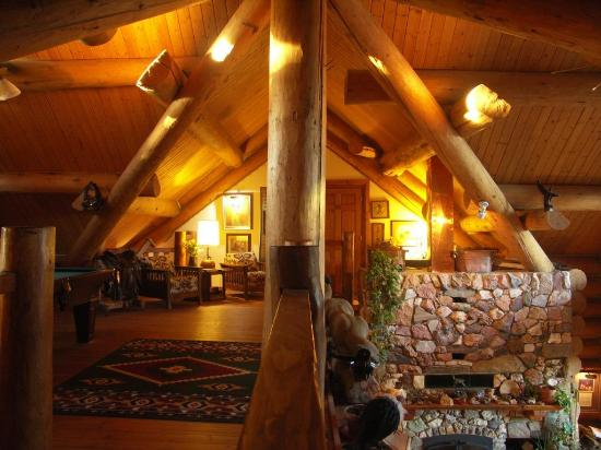 Buffalo Rock Lodge: First floor Mezzanine with Pool Table