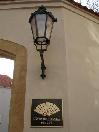 Mandarin Oriental, Prague: Entrance Gate