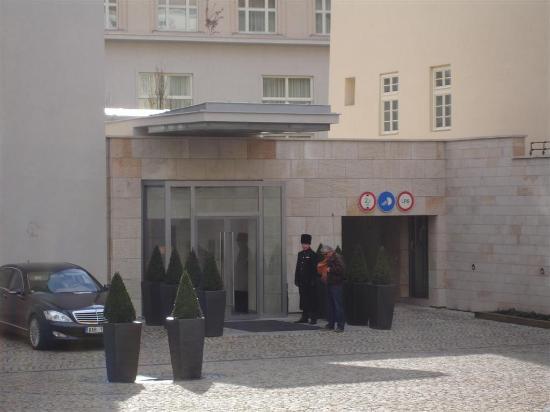 Mandarin Oriental, Prague: Entrance