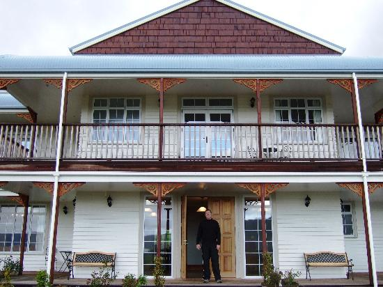 Franz Josef Glacier Country Retreat: Front of the hotel