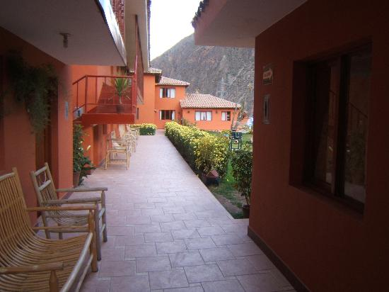 Ollantaytambo Lodge: Entering the courtyard