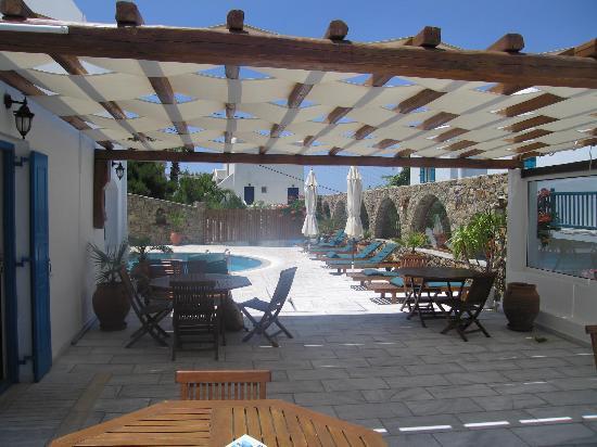 Hotel Zannis: Terrasse des petits déjeuners