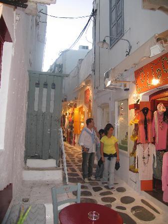 Hotel Zannis: Ruelles marchandes de Mykonos