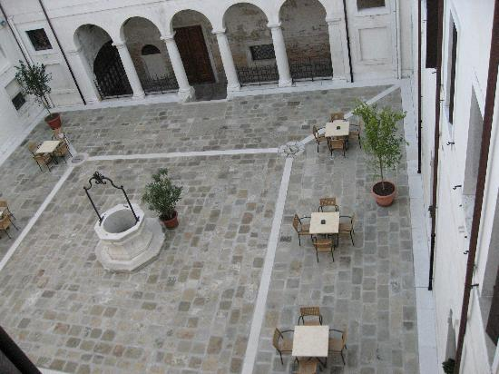 ‪‪Centro Culturale Don Orione Artigianelli‬: View of Courtyard from the Room‬