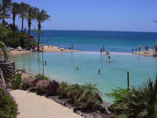 Costa Calma, Espagne : La lagune qui se déverse dans la mer