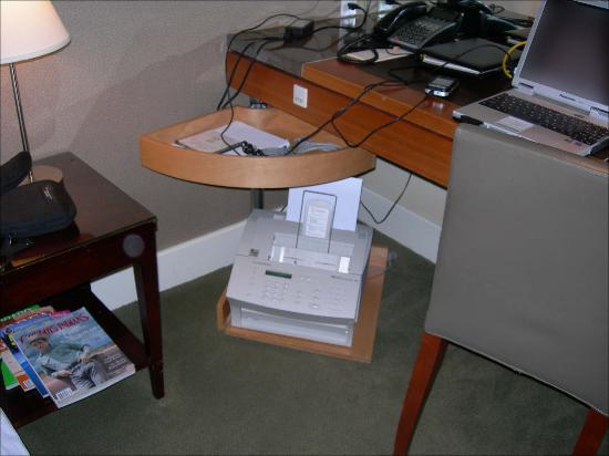 Hotel Teatro : Wow an HP Laser Jet 3100 w/cables and drivers!