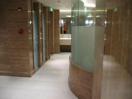 Club lounge buffet area picture of crowne plaza shanghai - Sauna whirlpool ...