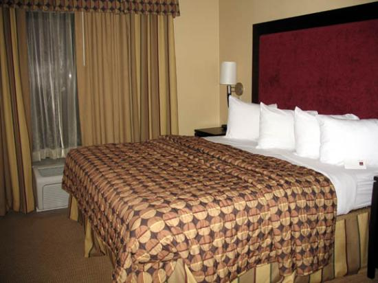 Comfort Suites DFW N/Grapevine: Comfortable bed