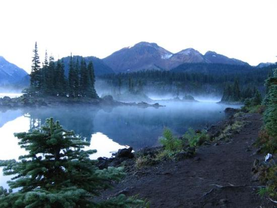 Brackendale, Canada: September Twilight over Garibaldi Lake