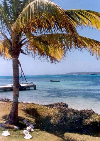 Haynes cay & San Andrés in the horizon