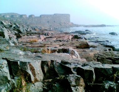 Rocks and fortifications