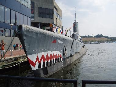 WWII submarine and other ships open for tours
