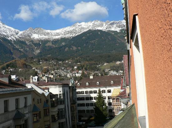 Hotel Weißes Kreuz: View from window (leaning out) toward Goldenes Dachl