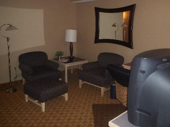 Inn at Saint Mary's Hotel & Suites: Sitting and Work Area