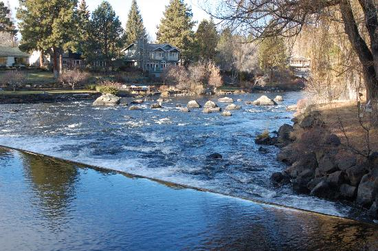 Bend Riverside Inn & Suites: Views of the river
