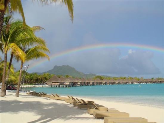 The St. Regis Bora Bora Resort: Rainbow at breakfast from hotel restaurant