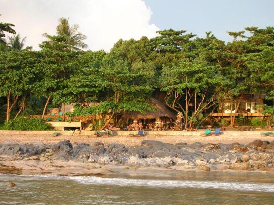 Narima Bungalow Resort: Beach Bar from the water