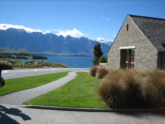 Heritage Queenstown: view from driveway