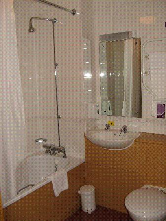 Premier Inn Newcastle City Centre (New Bridge Street) Hotel: bathroom