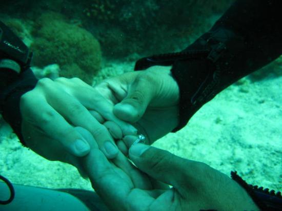 Ras Nungwi Beach Hotel: Under water Engagement!