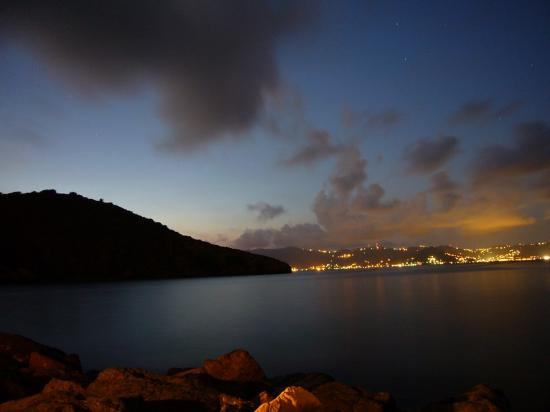 Peter Island Resort and Spa : Tortola at nite