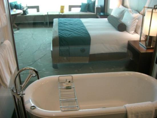 Conrad Tokyo: Bath with a view