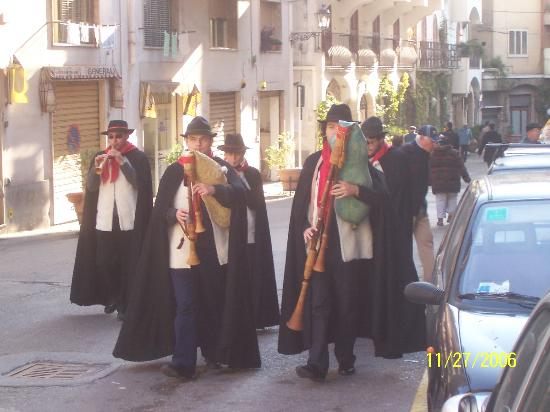 Villa Romana Hotel: Pipers at religious festival in Minori