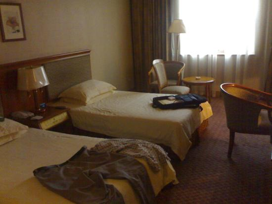 Lihua Hotel: the room