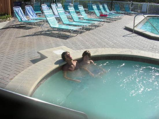 Hot tub picture of hilton clearwater beach resort spa for Florida hot tubs