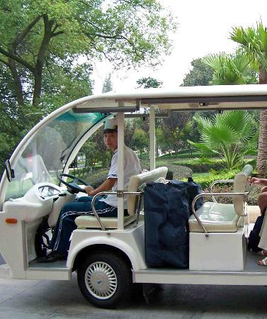 Guo Bin Garden Hotel: golf buggy to take guests around