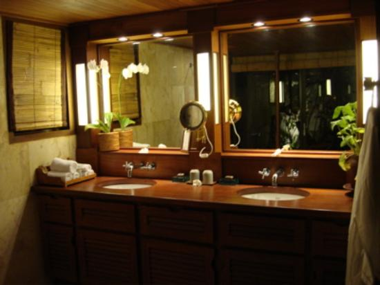 Belmond Jimbaran Puri: nicer bathroom than at MY house