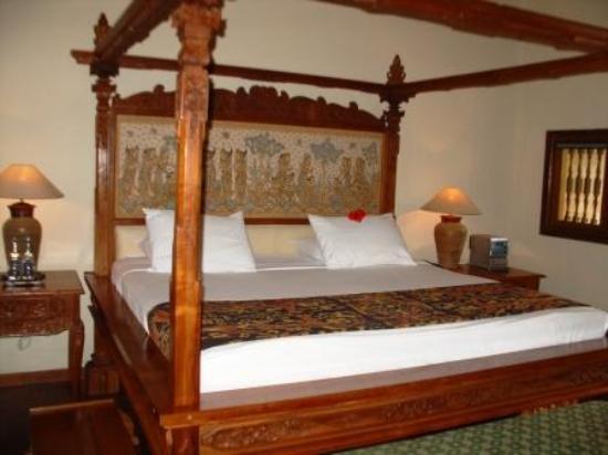 Matahari Beach Resort & Spa: Bed