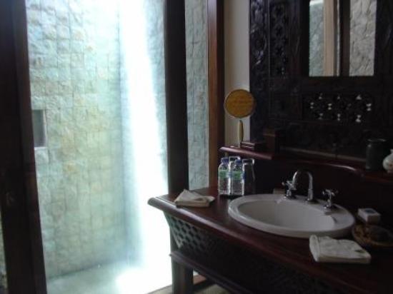 The Damai: Bathroom