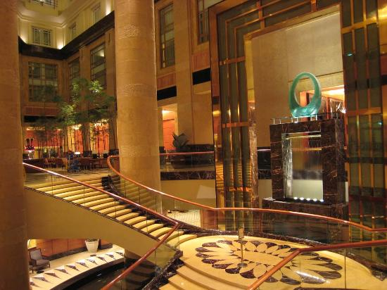 The Fullerton Hotel Singapore : The Lobby