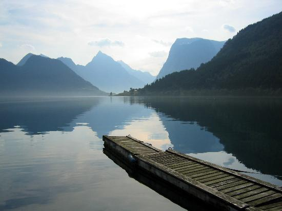 Saebo, Noruega: Morning on the Hjorundfjord