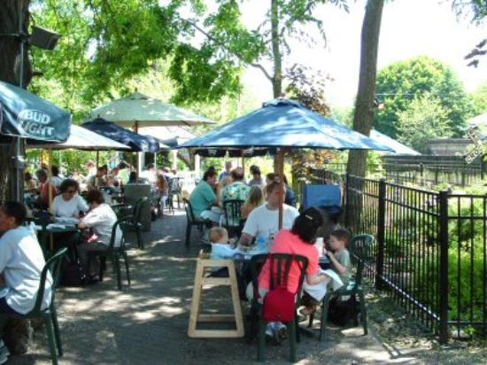 Cold Spring, Nova York: The outdoor seating at the Depot