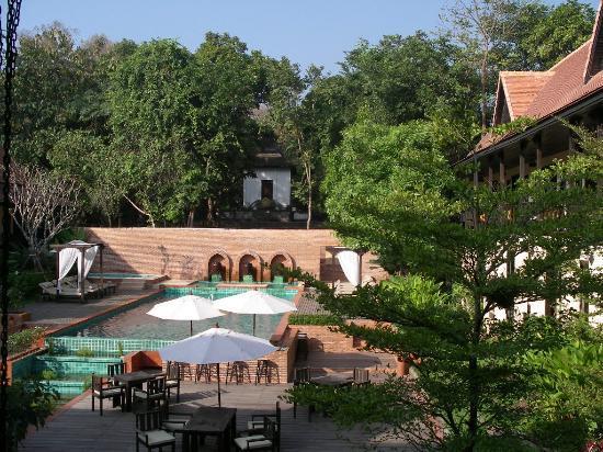 B2 Ayatana Premier Hotel & Resort: View of Pool