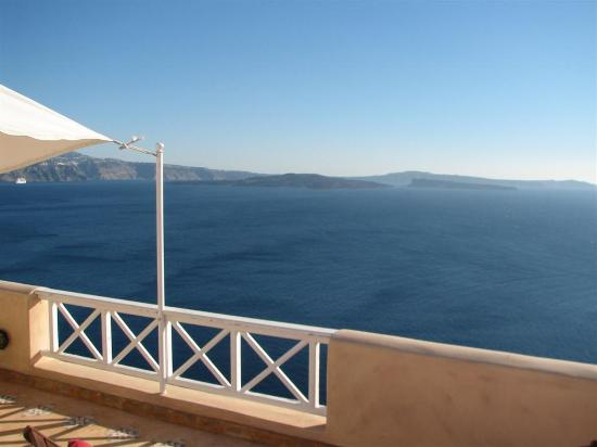 Art Maisons Luxury Santorini Hotels Aspaki & Oia Castle: View from Endless Blue balcony - Nea & Palea Kameni, the volcano islands