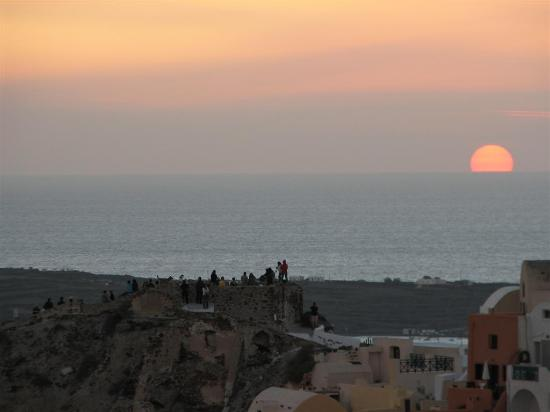 Art Maisons Luxury Santorini Hotels Aspaki & Oia Castle: Sunset from Endless Blue balcony - away from the crowds at Kastro