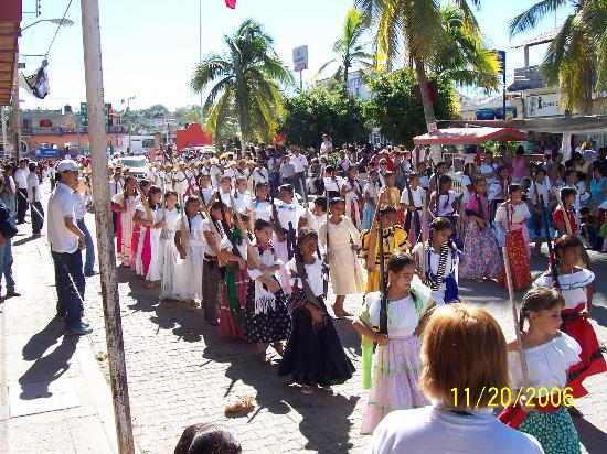 La Peñita de Jaltemba, México: This was the Revolution Day parade on the main drag