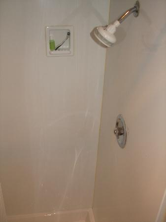 Quality Inn Downtown Convention Center: Shower is Tiny, with No Shelf