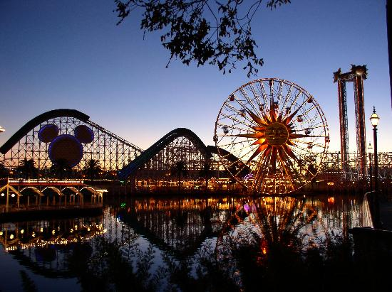 Anaheim, Kalifornia: Balmy November evening at DCA