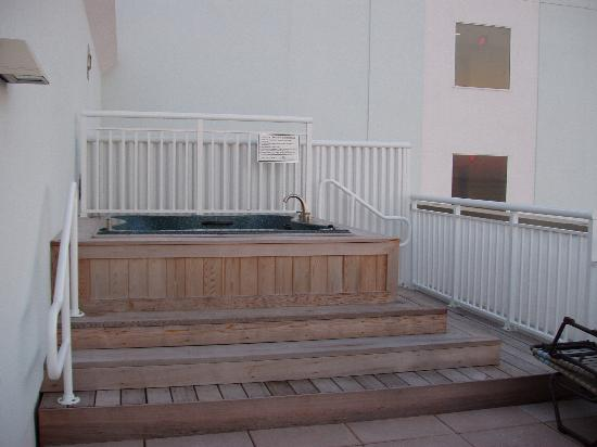 Hilton Suites Ocean City Oceanfront: Hot Tub - 1